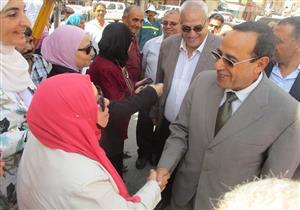 بالصور- محافظ شمال سيناء يفتتح معرض المستلزمات الدراسية بالعريش