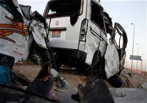 مصرع مواطن وإصابة 18 في اصطدام ميكروباص بسيارة نقل على صحراوي المنيا