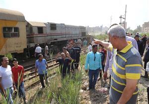بالصور- محافظ المنوفية يتفقد موقع حادث قطار شبين الكوم