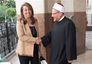 """وزيرة التضامن تبحث مع شيخ الأزهر والمفتي مواجهة """"ظاهرة الطلاق"""""""