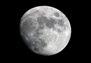 ملياردير ياباني.. أول من سيذهب للقمر في رحلة خاصة