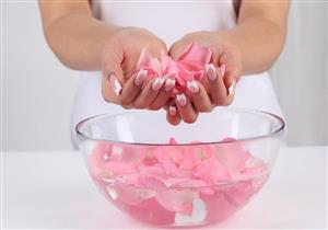 ماء الورد يدلل بشرتك.. مضر في هذه الحالة