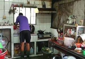 لهذا السبب.. هذه العائلة تلتزم بارتداء أحذية مطاطية عند دخول المطبخ في تايوان