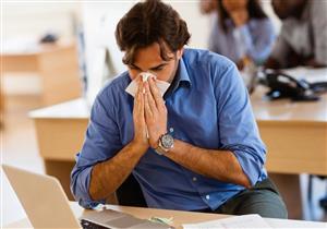 كيف تتجنب الإصابة بنزلات البرد في العمل؟
