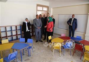 """محافظ القاهرة يتفقد مدرسة يابانية في التجمع """"بلا طلاب"""""""