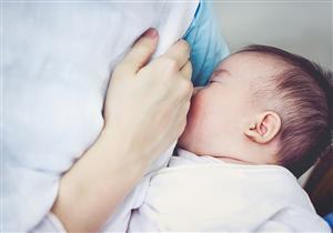 دراسة: الرضاعة الطبيعية تحمي الأطفال من السمنة