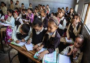 مدرسة بلا مقاعد وأتوبيس للطالبات فقط.. حصاد أول أسبوع مدارس في الإسكندرية