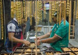 أسعار الذهب تستقر في السوق المحلي رغم انخفاضها عالميا