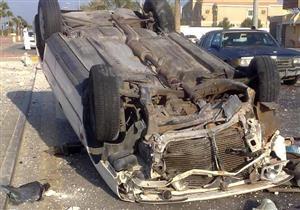 انقلاب سيارة بشارع التسعين بالتجمع يسفر عن إصابة شخصين