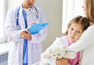 مشكلات صحية وعادات خاطئة تصيب طفلك بألم الرقبة.. احذريها
