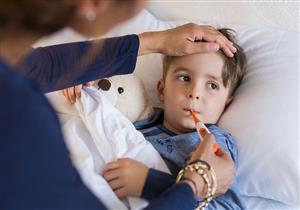 درجة حرارة الطفل لا تنخفض بالأدوية؟.. إليكِ البديل المناسب