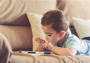 """طفلك """"نور حياة"""".. كيف تؤثر الشاشات الإلكترونية على بصره؟"""