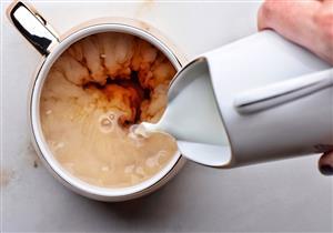 """هل يسبب """"الشاي باللبن"""" الإصابة بالسرطان؟"""