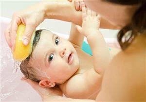 للأمهات.. 5 قواعد ضرورية لتحميم طفلك في الشتاء