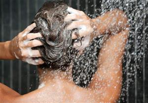 تؤدي لتساقطه.. 8 أخطاء نرتكبها أثناء غسل الشعر