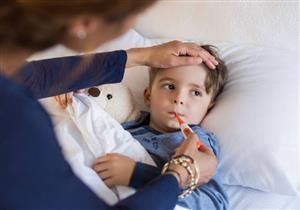 أهمها شرب المياه.. 6 نصائح لحماية طفلِك من الأمراض الموسمية (صور)
