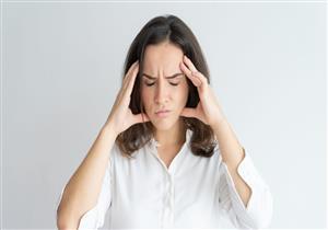 أبرزها التقلبات الجوية.. 6 أسباب غريبة وراء الإصابة بالصداع