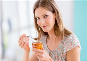 منها استخدام الملاعق غير النظيفة.. أخطاء شائعة تُسبب تلف العسل