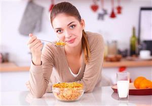 تزيد وزنك.. 5 أطعمة لا تتناولها على الريق (صور)