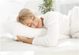 النوم على وسائد البوليستر يهدد شعرِك بالتساقط.. 5 نصائح للحفاظ عليه