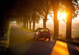 """لماذا يحذر خبراء من """"شمس الخريف"""".. وكيف يتعامل السائقين معها؟"""