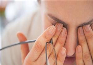 أخطرها ارتخاء الجفن.. 10 أعراض تكشف إصابتك بمشكلات في العين