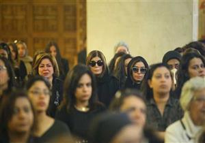 بالصور.. انهيار ليلى علوي وإلهام شاهين في جنازة سمير سيف
