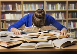 5 عادات خاطئة تضر بصحة الطلاب في موسم الامتحانات (صور)