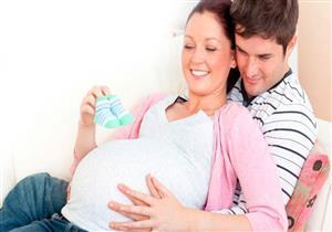 هل العلاقة الحميمة ممنوعة في الثلث الأول من الحمل؟.. طبيب يجيب