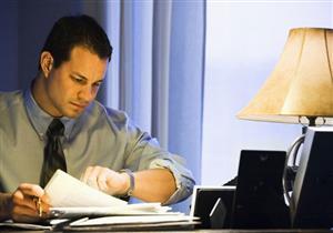 دراسة: ساعات العمل الطويلة تهدد بارتفاع ضغط الدم الخفي