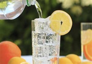 المياه الفوارة.. هل تعتبر بديل آمن وصحي للمشروبات الغازية؟