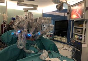 """""""روبوت"""" ينجح في إجراء عملية جراحية بالسعودية"""