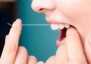هل يمكن استخدام الخيط العادي لتنظيف الأسنان؟