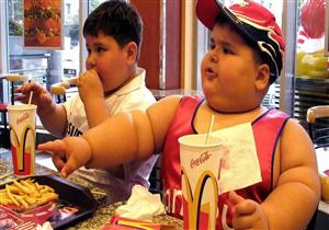 علامات تشير لإصابة طفلك بالسمنة.. إرشادات تخلصه من الوزن الزائد