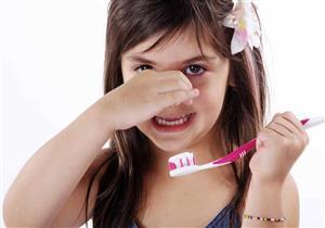 رائحة النفس الكريهة عند الأطفال تشير لمشكلات صحية.. الأسباب والعلاج