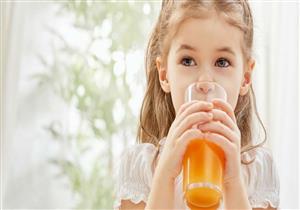 أطعمة ومشروبات تبدو صحية تضر طفلك.. هل يتناولها؟