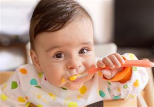 ما هو العمر المناسب لإدخال الطعام الصلب للرضع؟.. نصائح ضرورية