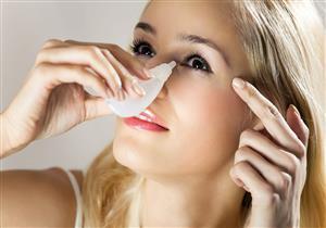 متى نستخدم الماء بالملح لغسل العين؟
