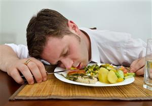 هل تشعر بالنعاس بعد تناول الطعام؟.. السبب قد يكون خطيرا