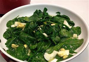 أبرزها السبانخ.. 7 أطعمة تهددك بالتسمم والسرطان عند إعادة تسخينها