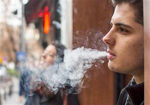 سيجارة المطر.. هل يمنحك التدخين الدفء في هذه الأجواء؟
