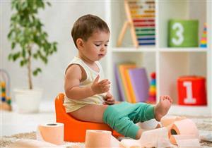 للأمهات.. لون وقوام براز طفلِك دليل على صحته
