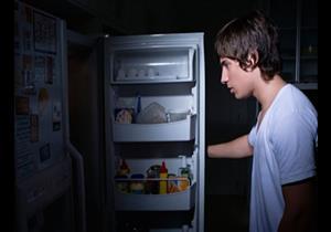 ما أسباب الشعور بالجوع في الليل؟.. الحل بسيط