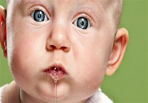 سيلان اللعاب.. متى يدل على إصابِة طفلِك بمشاكل صحية؟