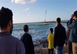 """قتلته صورة.. انتشال جثة """"غريق صخرة لوران"""" في الإسكندرية (صور)"""