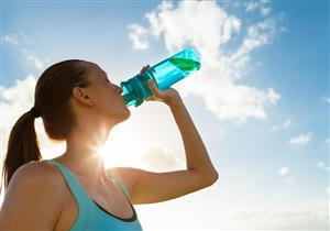 خبيرة تغذية توضح مخاطر الإفراط في شرب المياه
