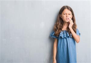 منها الرضاعة.. أسباب التهاب عصب الأسنان عند الأطفال