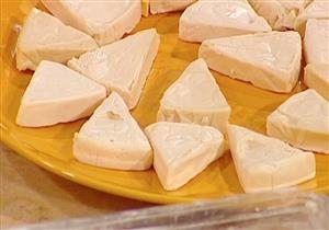 للأمهات.. الجبن المثلثات تهدد أطفالك بالسمنة ولا تمدهم بالكالسيوم