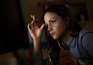 العمل في دوام مسائي يهدد النساء بهذه المخاطر