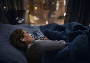 يهددك بالصمم.. تعرف على خطورة النوم بسماعات الأذن
